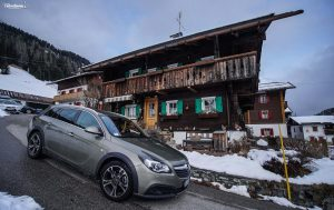 Fra le antiche Blockhaus a bordo di Opel Insignia Country Tourer
