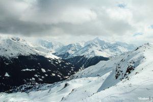 Montagne e nuvole scendendo dalla Cima Bianca